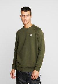 adidas Originals - ESSENTIAL TREFOIL PULLOVER - Sweatshirt - night cargo - 0
