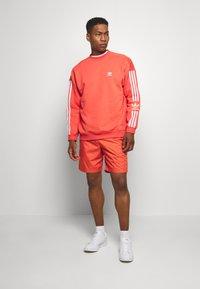 adidas Originals - ADICOLOR TECH PULLOVER - Sweatshirt - trasca - 1