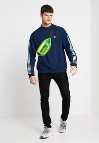 adidas Originals - ADICOLOR TECH PULLOVER - Sweater - collegiate navy - 1