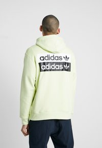 adidas Originals - REVEAL YOUR VOICE HOODY - Mikina skapucí - ice yellow - 2