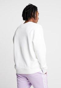 adidas Originals - REVEAL YOUR VOICE CREW - Sweatshirt - core white - 2