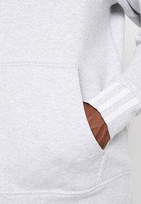 adidas Originals - REVEAL YOUR VOICE HOODY - veste en sweat zippée - light grey heather - 4