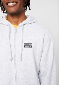 adidas Originals - REVEAL YOUR VOICE HOODY - veste en sweat zippée - light grey heather - 6