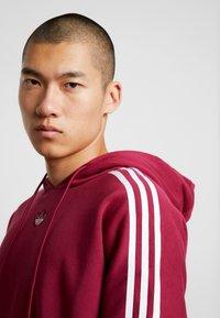 adidas Originals - HOODY - Bluza z kapturem - mystery ruby - 5