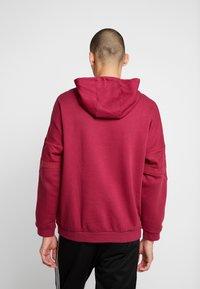 adidas Originals - HOODY - Bluza z kapturem - mystery ruby - 2