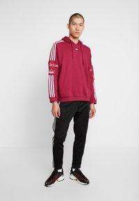 adidas Originals - HOODY - Bluza z kapturem - mystery ruby - 1