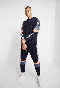 adidas Originals - HOODY - Hoodie - legend ink/easy orange - 1
