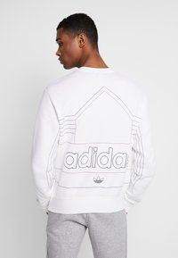 adidas Originals - RIVALRY CREW - Mikina - white/scarlet - 2
