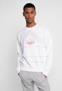 adidas Originals - RIVALRY CREW - Mikina - white/scarlet - 0