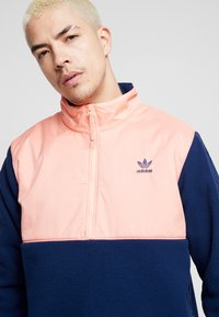 adidas Originals - WINTERIZED HALF-ZIP TOP - Fleecetrøjer - coll navy/chalk coral /ref silver - 4