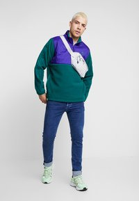 adidas Originals - WINTERIZED HALF-ZIP TOP - Fleecetrøjer - coll green / coll purple / solar green / ref silver - 1