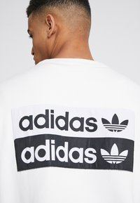 adidas Originals - CREW - Sweater - core white - 5