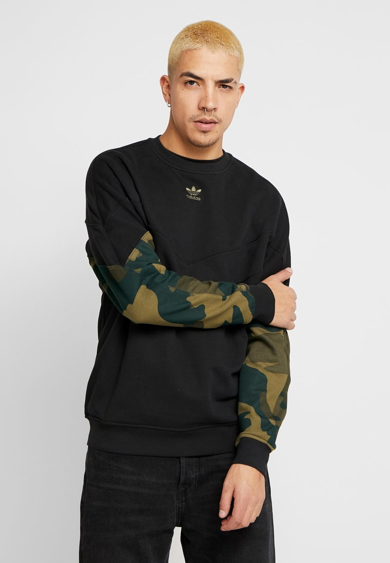 adidas Originals - CAMO CREW - Mikina - black/multicolor