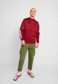 adidas Originals - OUTLINE  - Sudadera - burgundy - 1