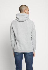 adidas Originals - ADICOLOR PREMIUM TREFOIL HODDIE SWEAT - Bluza z kapturem - mgreyh - 2