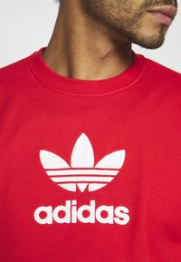 adidas Originals - ADICOLOR PREMIUM LONG SLEEVE PULLOVER - Collegepaita - lusred - 5