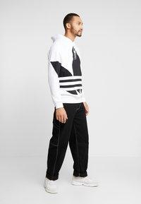 adidas Originals - ADICOLOR TREFOIL ORIGINALS HODDIE SWEAT - Felpa con cappuccio - white - 1