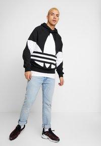 adidas Originals - ADICOLOR TREFOIL ORIGINALS HODDIE SWEAT - Mikina skapucí - black - 1