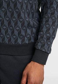 adidas Originals - MONO CREW - Sweatshirt - black - 5