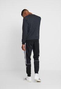 adidas Originals - MONO CREW - Sweatshirt - black - 2