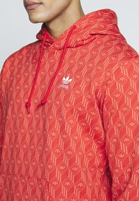 adidas Originals - GRAPHICS GRAPHIC HODDIE SWEAT - Hoodie - red/stiora - 4