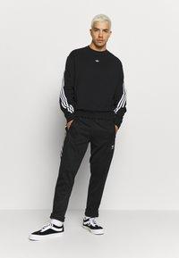 adidas Originals - SPORT COLLECTION LONG SLEEVE PULLOVER - Sudadera - black/white - 1