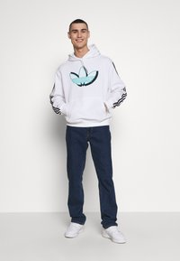 adidas Originals - SPORT COLLECTION HODDIE SWEAT - Bluza z kapturem - white - 1