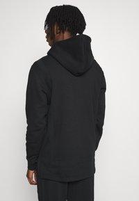 adidas Originals - WARMUP HOODY - Bluza z kapturem - black/goldmt - 2