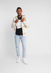 adidas Originals - CAMO HOODY - Hoodie met rits - clear brown - 1