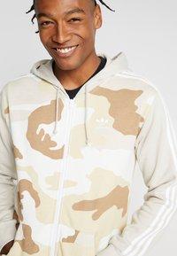adidas Originals - CAMO HOODY - Hoodie met rits - clear brown - 3