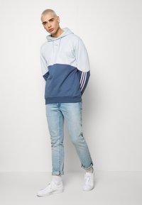 adidas Originals - OUTLINE HOODY - Mikina skapucí - grey - 1