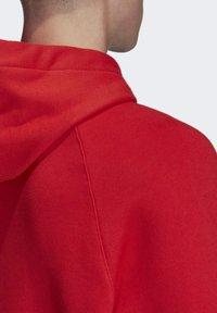 adidas Originals - BIG TREFOIL HOODIE - Felpa con cappuccio - red - 6