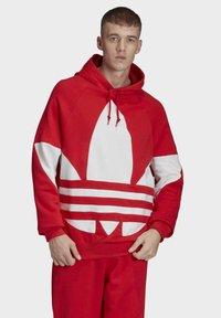 adidas Originals - BIG TREFOIL HOODIE - Felpa con cappuccio - red - 3