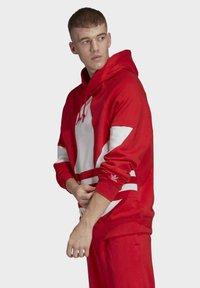adidas Originals - BIG TREFOIL HOODIE - Felpa con cappuccio - red - 0