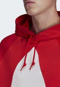 adidas Originals - BIG TREFOIL HOODIE - Felpa con cappuccio - red - 5