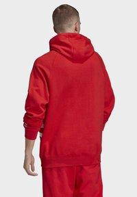adidas Originals - BIG TREFOIL HOODIE - Felpa con cappuccio - red - 1