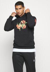 adidas Originals - HOODY - Hoodie - black - 0