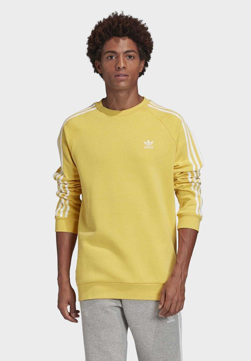 adidas Originals - 3-STRIPES CREWNECK SWEATSHIRT - Collegepaita - yellow