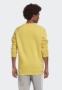 adidas Originals - 3-STRIPES CREWNECK SWEATSHIRT - Collegepaita - yellow - 1