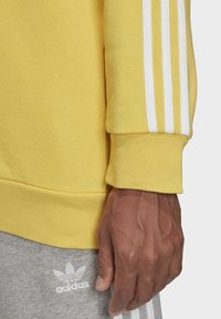 adidas Originals - 3-STRIPES CREWNECK SWEATSHIRT - Collegepaita - yellow - 5