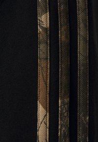 adidas Originals - CAMO CREWNECK - Sweatshirt - black - 2