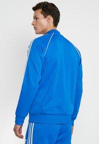 adidas Originals - ADICOLOR BOMBER TRACK JACKET - Chaqueta de entrenamiento - blue bird - 2