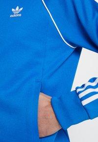 adidas Originals - ADICOLOR BOMBER TRACK JACKET - Chaqueta de entrenamiento - blue bird - 5