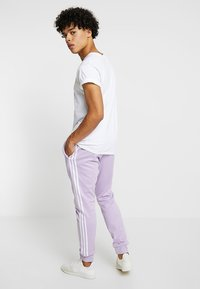 adidas Originals - Pantalon de survêtement - purple - 2