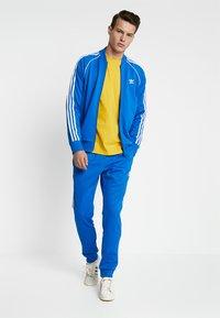 adidas Originals - Pantalon de survêtement - bluebird - 1