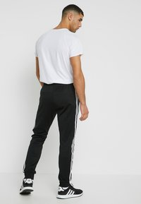 adidas Originals - Joggebukse - black - 2