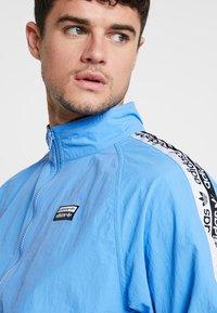 adidas Originals - REVEAL YOUR VOICE  - Kurtka sportowa - real blue - 3