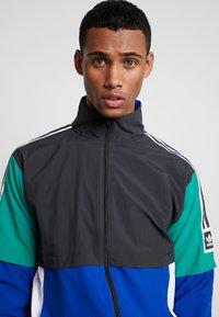 adidas Originals - Training jacket - carbon/collegiate royal/bold green/white - 3