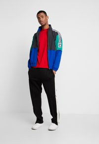 adidas Originals - Training jacket - carbon/collegiate royal/bold green/white - 1