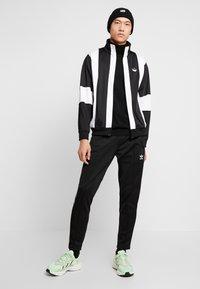 adidas Originals - BAILER - Chaqueta de entrenamiento - black/white - 1